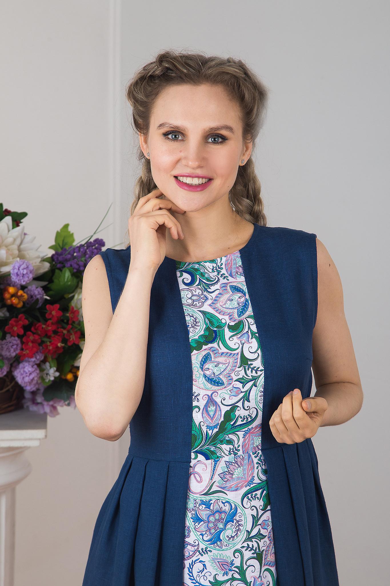 Платье гжель выполненное в синих тонах