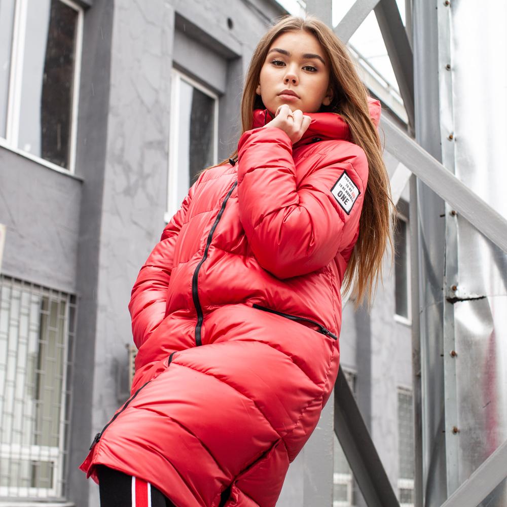 Подростковое зимнее пальто на девочку красного цвета