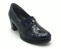 Туфли синего цвета из искусственной комбинированной кожи на устойчивом каблуке