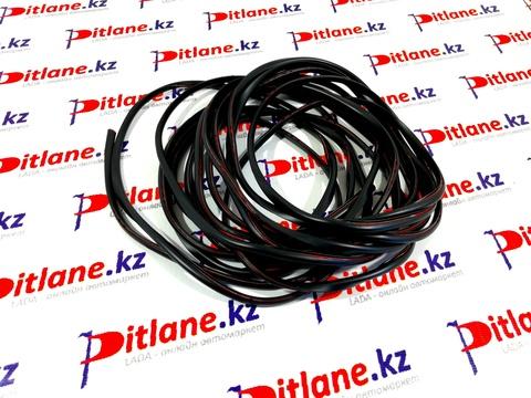 Уплотнитель кромки двери универсальный 7,5 м (черный)