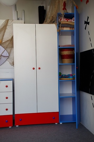 Шкаф в детскую комнату двустворчатый. Морская тема