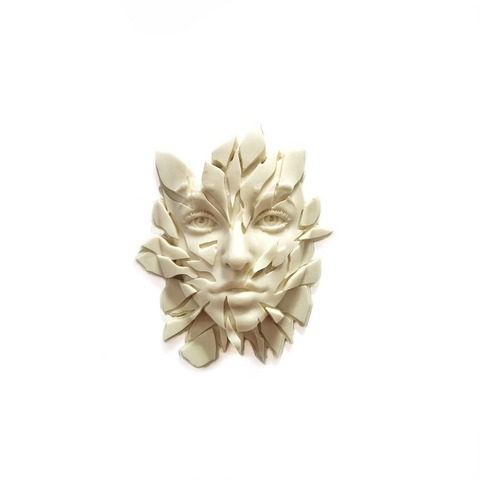 Д1055 Пластиковый декор Возрождение (лицо из осколков).