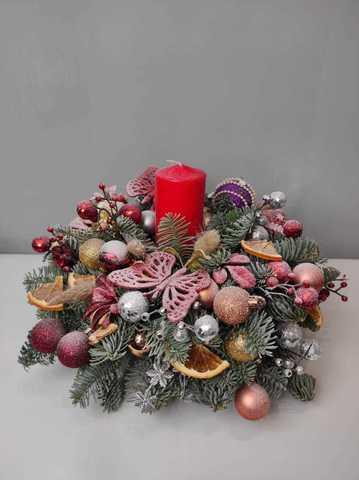 Венок новогодний ручной работы со свечой