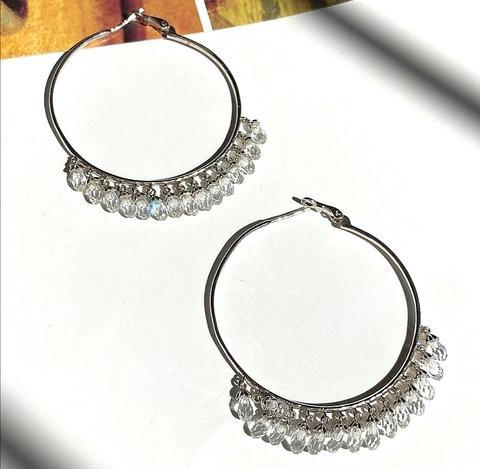 Серьги-кольца Drop из серебра с белыми подвесками каплями