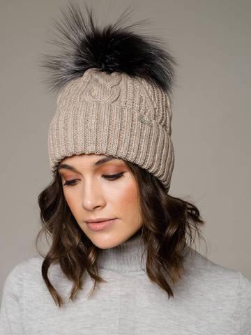 Женская шапка с фактурными косами и мехом - фото 2