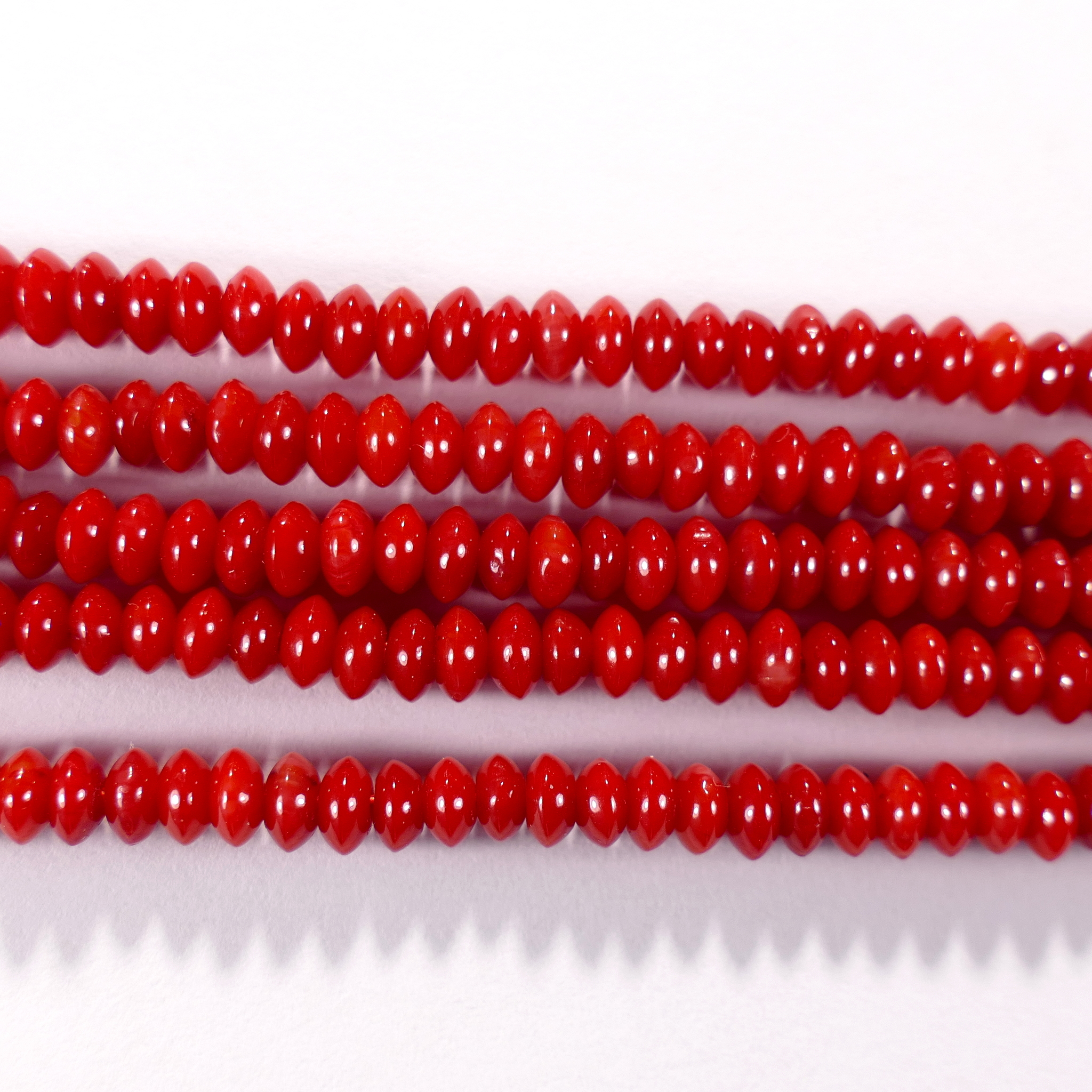 Нить бусин из коралла красного, облагороженного, фигурные, 2x4 мм (рондель плоская, гладкая)
