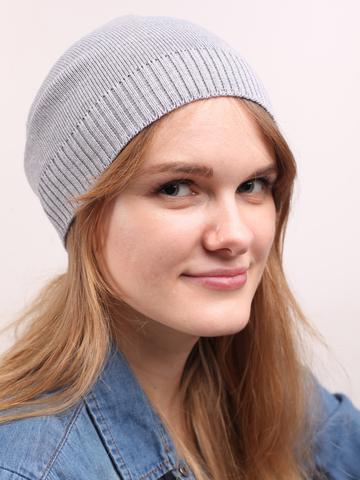 Светло-серая демисезонная шапочка