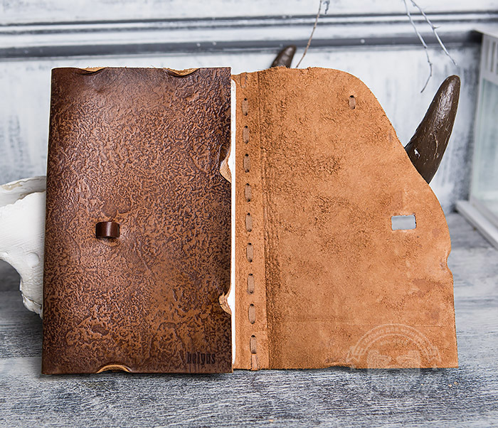 BY01-06-04 Кожаный подарочный блокнот «Добыча» с застежкой - клыком (А5) фото 06