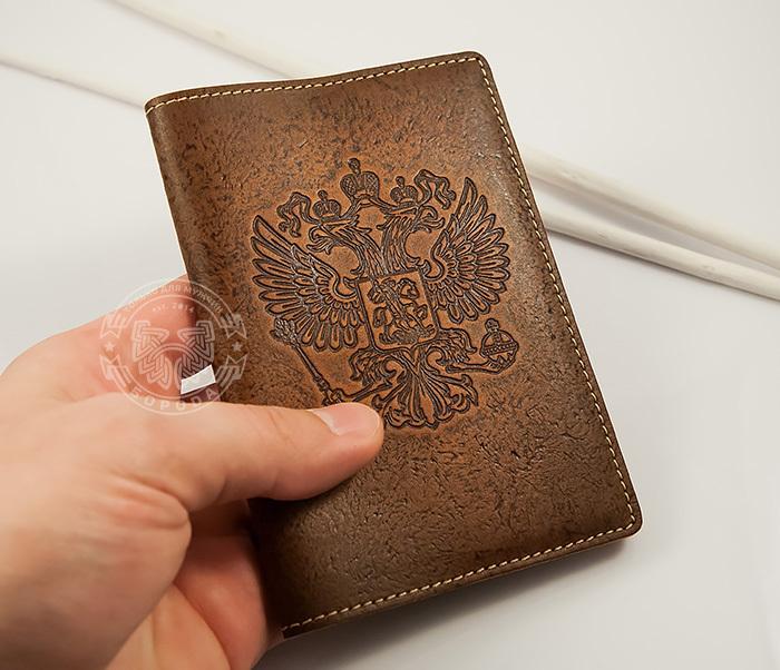 BY14-25-03 Кожаная обложка на паспорт с гербом России фото 03