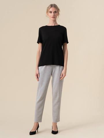 Женский шелковый джемпер черного цвета с укороченным рукавом - фото 5