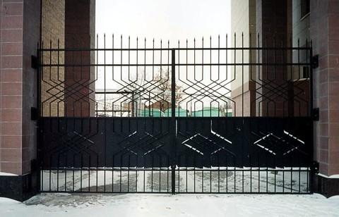 Распашные кованые ворота N-6