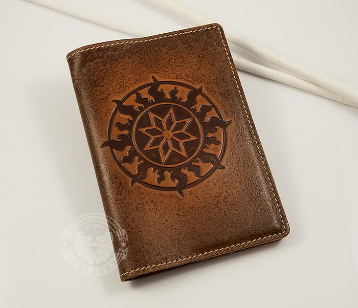BY14-36-01 Кожаная обложка на паспорт ручной работы «Алатырь Щит» фото 03