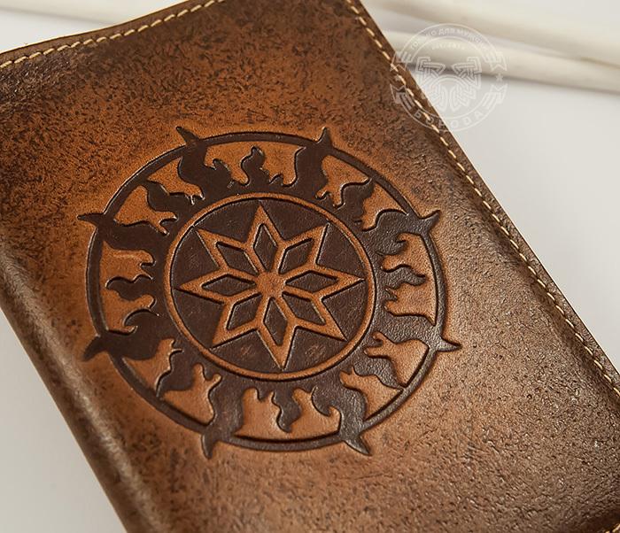 BY14-36-01 Кожаная обложка на паспорт ручной работы «Алатырь Щит» фото 04