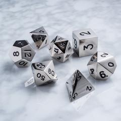 Набор серебряных разногранных металлических кубиков