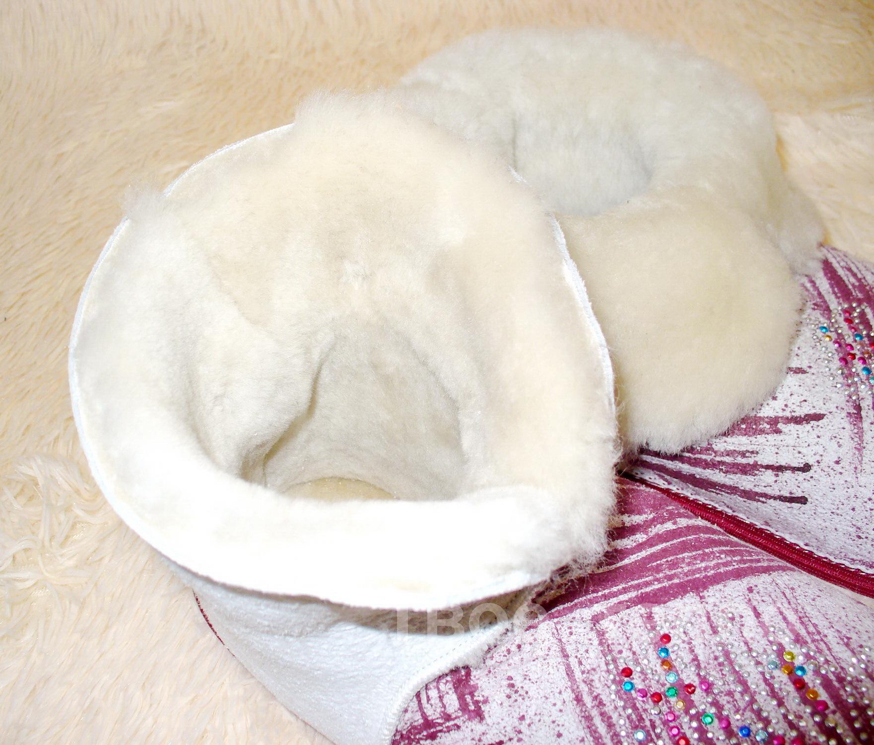 Тапочки чуни из овчины на твердой подошве двухцветные