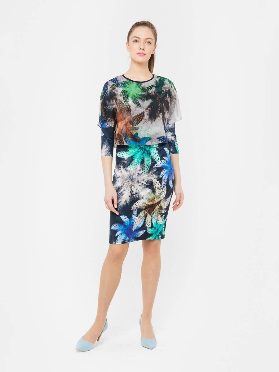 Платье З126-419 - Экслюзивное платье из двух видов ткани с одним ярким сочным принтом. Прилегающая модель с рукавом три четверти превосходно подчеркнёт достоинства женской фигуры.Основная ткань из практичного плотного трикотажа, то есть платье приятно для тела, не мнется, впитывает влагу и легко отстирывается. Декоративная накидка с коротким рукавом и разрезом по всей длине сзади из тонкого шифона оживляет образ, придает изысканность наряду.Универсальное платье одинаково выигрышно подойдет и для обычных будней, так и для особых случаев.