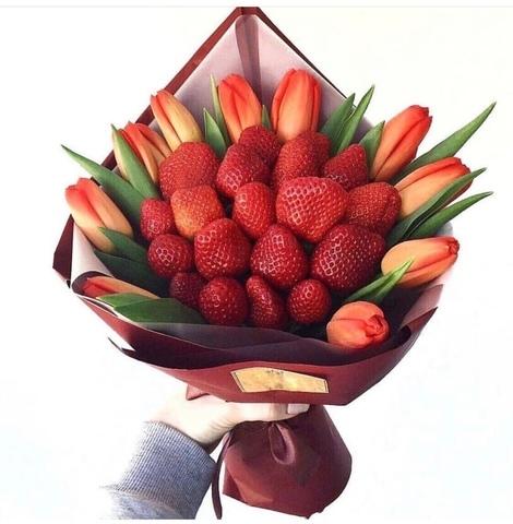 Букет клубничный с тюльпанами #04213
