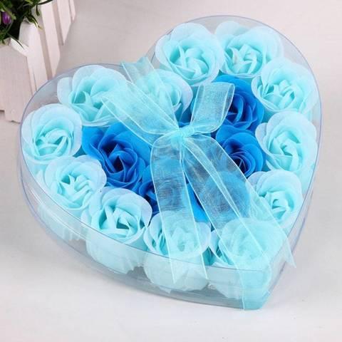 Мыльные розы в подарочной коробке в виде сердца синие