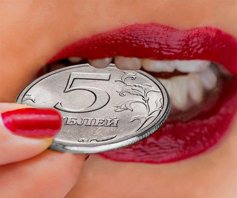 Откусывание монеты 5 рублей