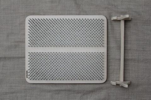 Цельная доска с гвоздями Sadhuboard White с подставкой