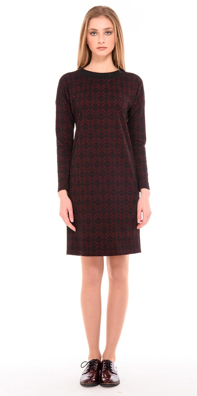 Платье З234а-674 - Обворожительное платье бордового оттенка в сочетании с изумительным утонченным контрастным узором черного цвета.Полуприлегающий покрой универсально подойдет многим женщинам любого возраста. Прямое платье отличает лаконичный и минималистичный дизайн.Комфортное и уютное платье на каждый день из мягкого трикотажа. Практичная модель, в которой вы будете гармонично выглядеть как в офисе, так и при любых повседневных случаях жизни.