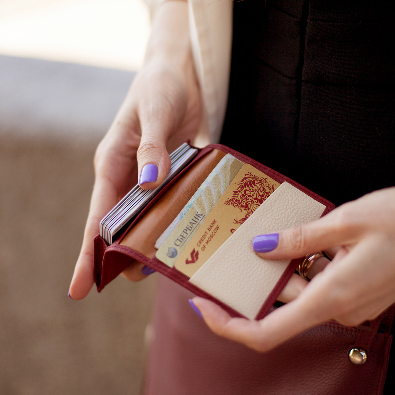 Визитница-кредитница Visit Bicolor из натуральной кожи теленка, вишневого цвета