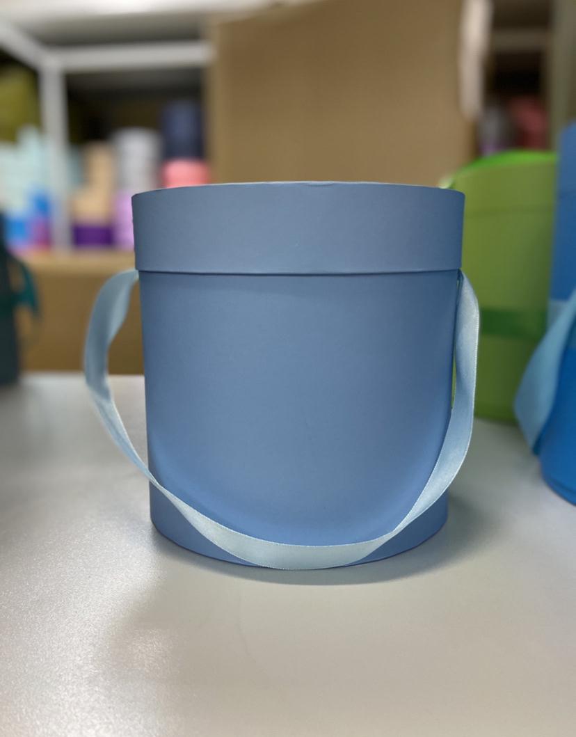 Шляпная коробка эконом вариант 16 см . Цвет: Голубой . Розница 300  рублей .