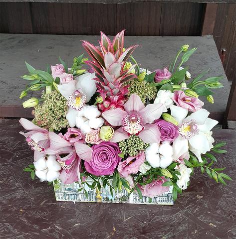 Ящик с цветами ананас 3