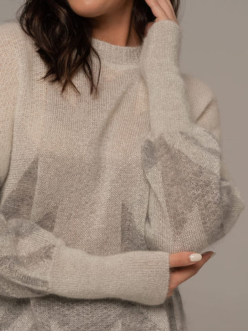 Женский джемпер светло-серого цвета с принтом - фото 4