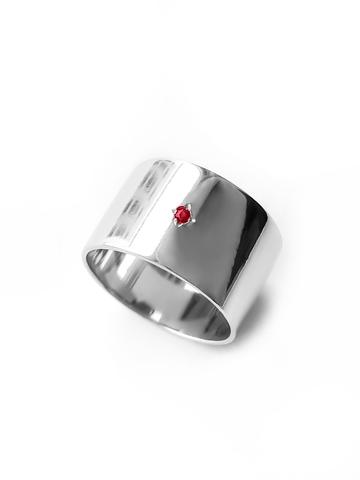 Серебряное широкое кольцо с гранатом