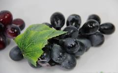 Виноград искусственный, продолговатый, 12 см, 24 ягоды.