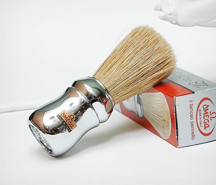RAZ506 Итальянский помазок «OMEGA» с серебристой рукояткой, щетина кабана