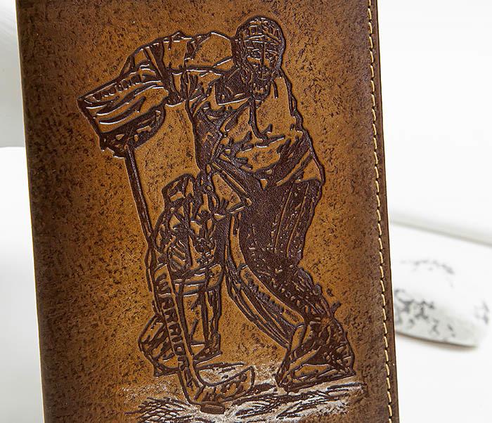BY143804 Кожанная обложка для паспорта с вратарем хоккейной команды фото 02