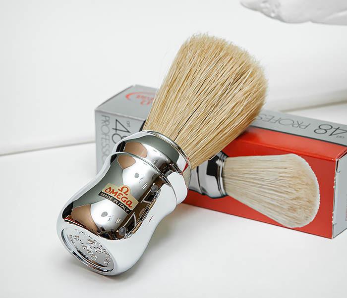 RAZ506 Итальянский помазок «OMEGA» с серебристой рукояткой, щетина кабана фото 02
