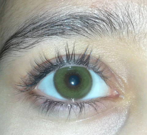 Зеленые на карих глазах