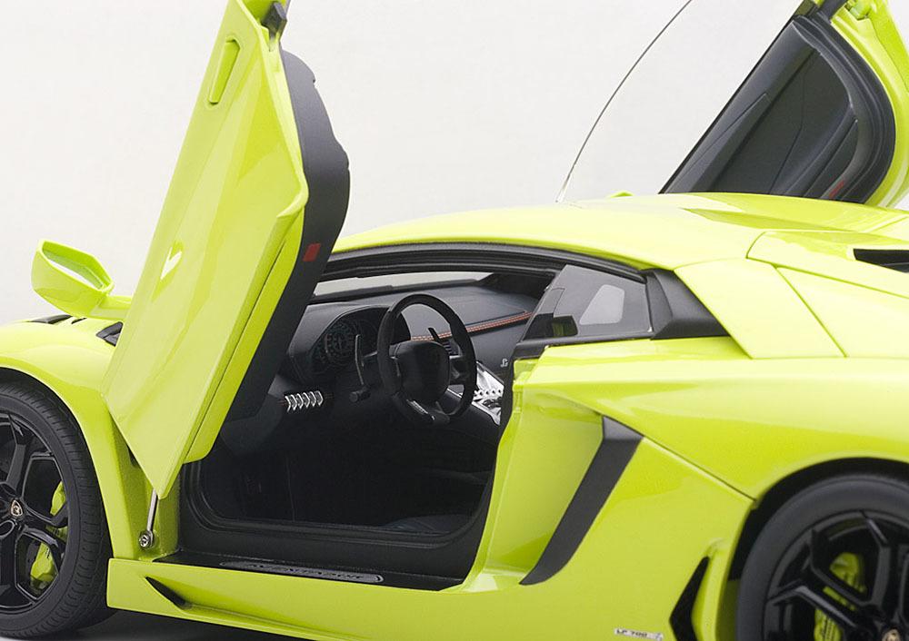 Коллекционная модель Lamborghini Aventador LP700-4 2011 Light Green
