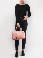 Классическая кожанная сумка розового цвета