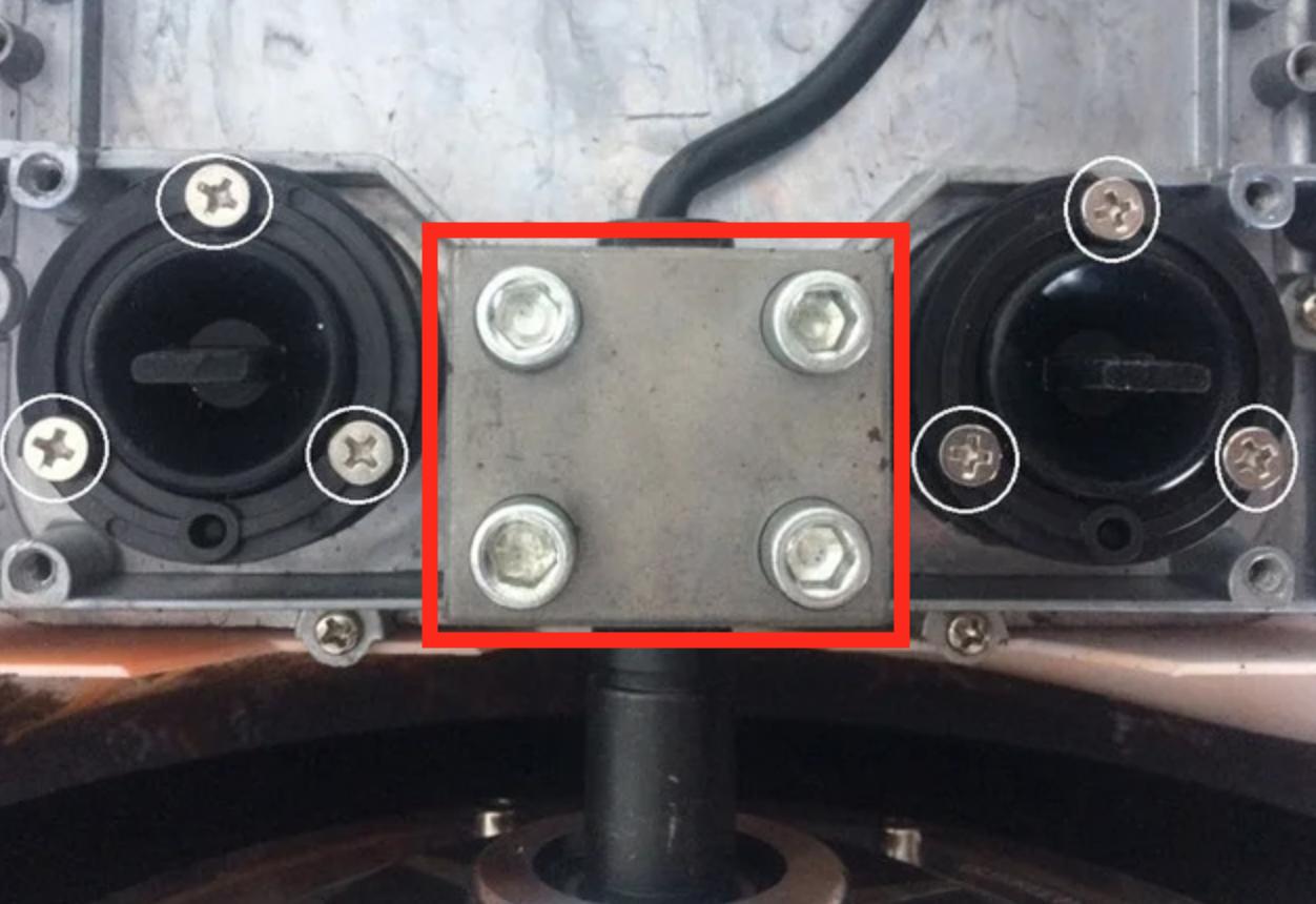 Крепление мотор-колеса гироскутера