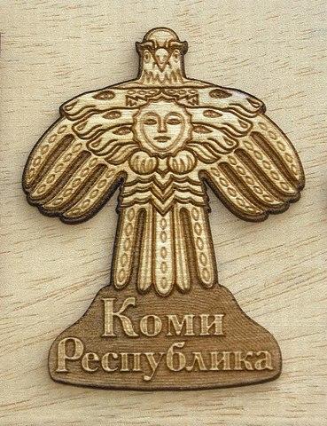 Магнит ДекорКоми на холодильник из дерева Герб Республики Коми (большой, подписанный)