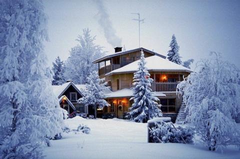 Алмазная Мозаика 40x50 Деревянный дом в заснеженном лесу (арт. GA71584)