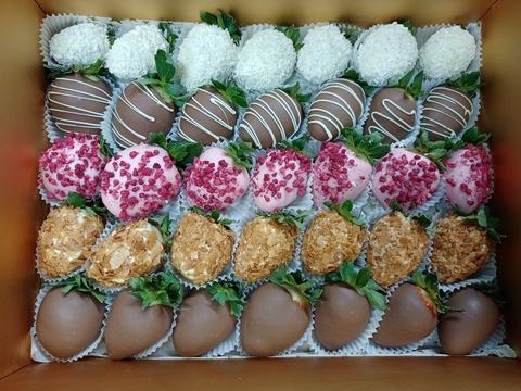 Клубника в шоколаде в подарочной коробке