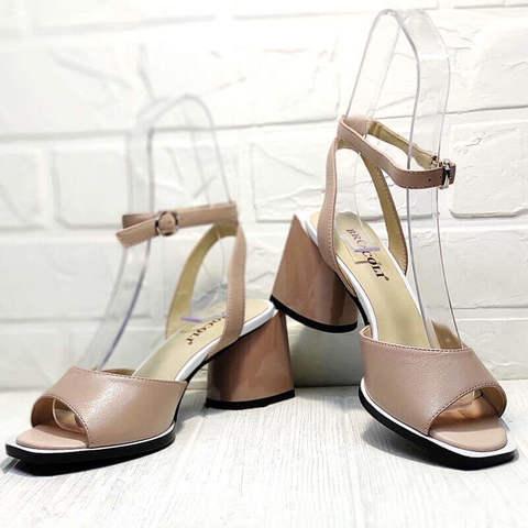 Летние босоножки женские кожаные на каблуке Brocoli B18900N-5454 Beige.