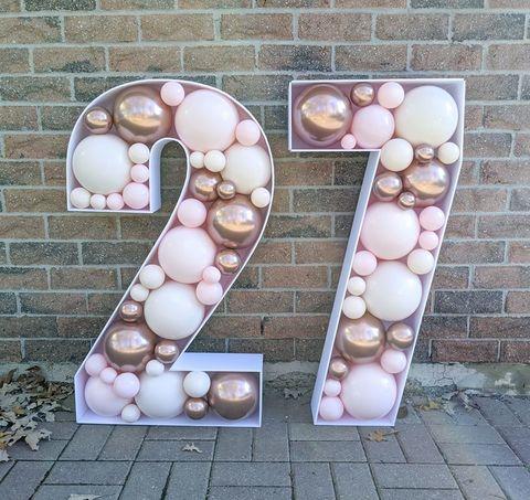 Купить цифры из шаров в Москве