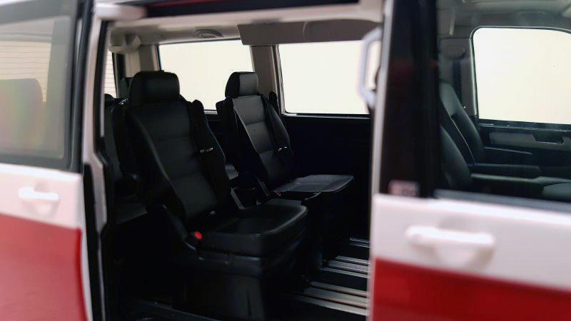 Коллекционная модель Volkswagen Multivan T6 Highline 2016 White/Red