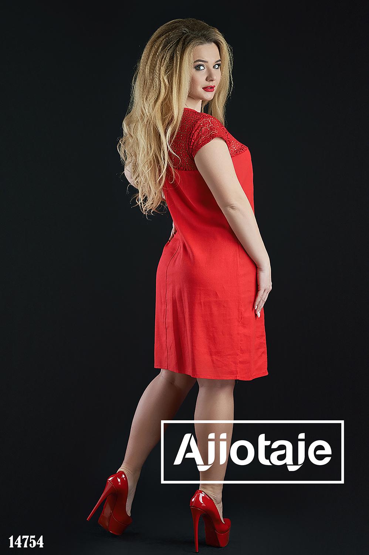 Легкое льняное платье красного цвета