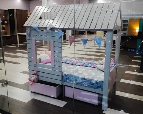 Кровать-домик АМИ-2 (крыша двускатная) с ящиками правая 1700-700 /1808*1835*871/