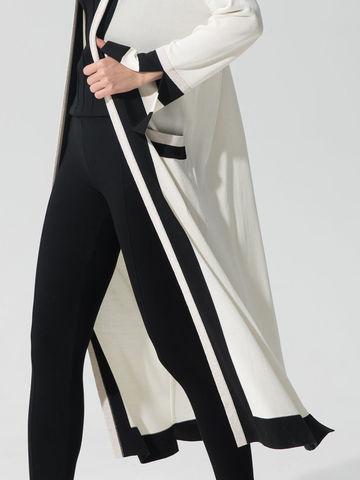 Женский кардиган молочного цвета с карманами и контрастными вставками - фото 5