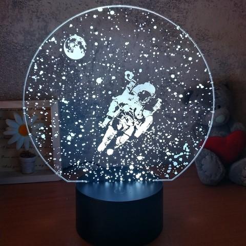 Art-Lamps ночник космонавт в космосе