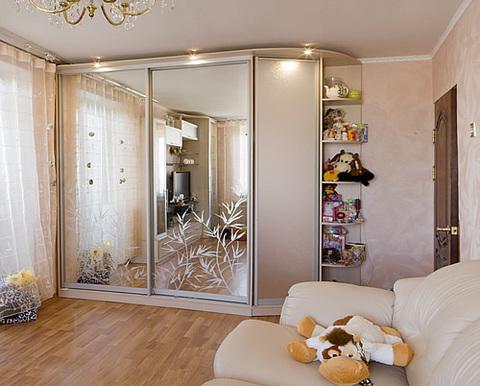 Шкаф-купе в зал зеркальный, 230 см