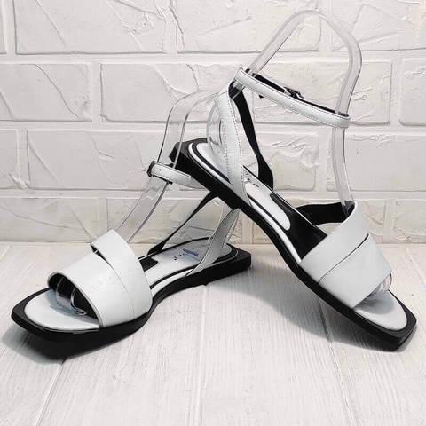 Белые босоножки с квадратным носком. Кожаные босоножки на квадратном каблуке. Женские сандали шлепки Brocoli White.